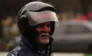 پیرمرد موتور سوار