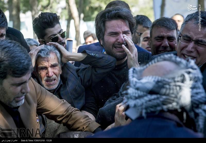 تشییع و خاکسپاری احمد عزیزی شاعر ارزشی انقلاب