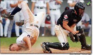 عکس/ شکستن گردن بازیکن بیس بال