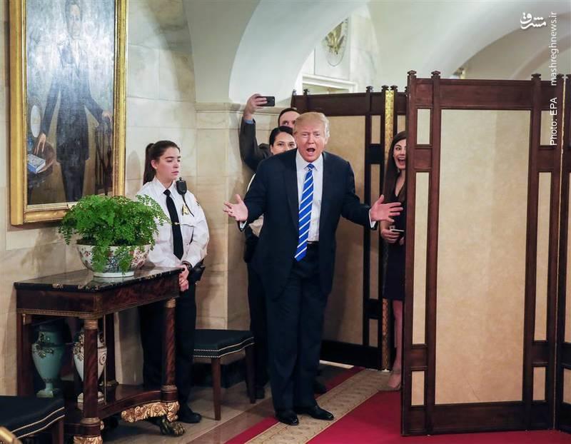 استقبال ترامپ در کنار تصویر هیلاری کلینتون از اولین گروه بازدیدکننده در کاخ سفید از زمان آغاز ریاستجمهوری وی- آژانس عکس خبری اروپا