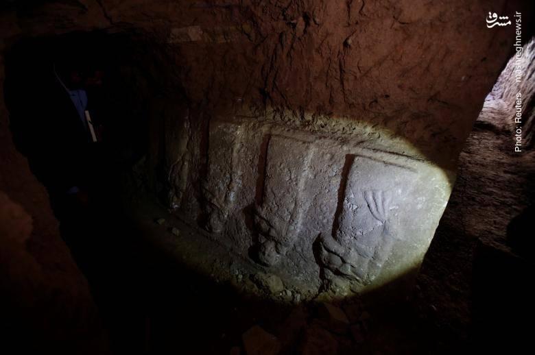مخفیسازی آثار باستانی توسط داعش در تونلی زیر مسجد یونس نبی (ع) در شرق موصل- رویترز