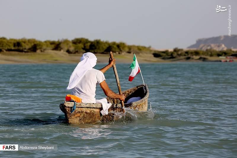 مسابقه قایق های «حوری» در جزیره قشم