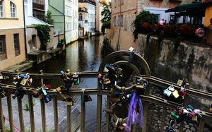 خرافه جهانی «قفل عشق» کمر پل های اروپایی را خم کرد +عکس و فیلم