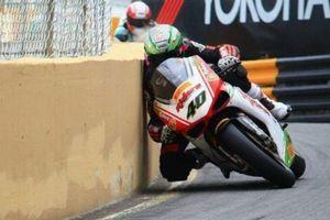 عکس/ لحظه برخورد موتورسوار با دیوار