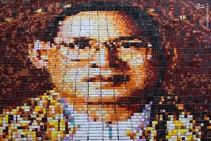 تشکیل تصویر پادشاهِ درگذشته تایلند با پلاکاردهایی بر دستان 1250 دانشجو