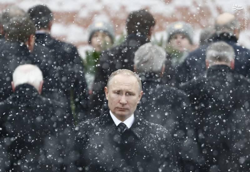 حضور ولادیمیر پوتین بر مزار سربازان گمنام در مرکز مسکو