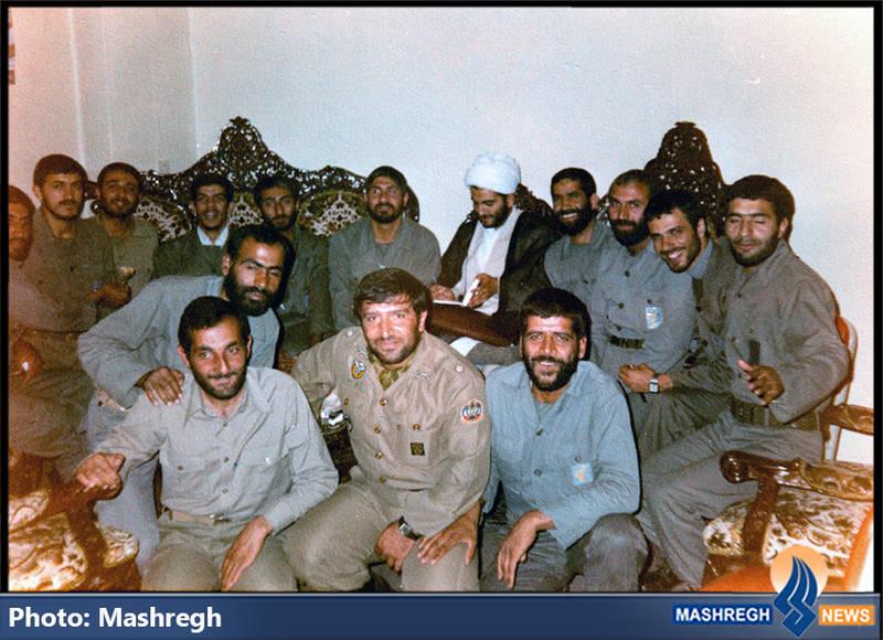 حاج عباس کریمی در کنار شهیدان حسین همدانی، حسن طهرانی مقدم، مهدی باکری و مهدی زین الدین