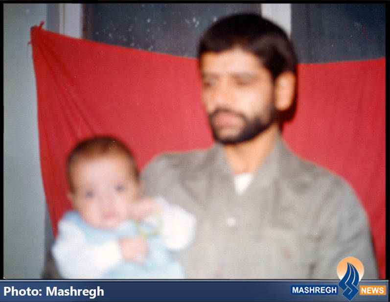 تنها عکس داوود کریمی در آغوش پدرش