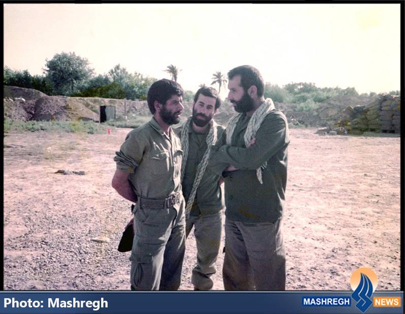 حاج عباس کریمی در کنار شهیدان حاج محمد عبادیان(نفر اول از راست) و حاج مجید رمضان(نفر وسط)