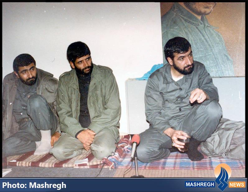 حاج عباس کریمی در کنار فرمانده ی وقت سپاه و مرتضی مبلغ