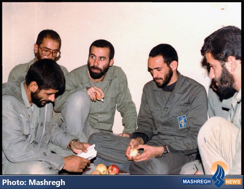 حاج عباس کریمی در کنار شهیدان سید محمدرضا دستواره و حاج مجید رمضان