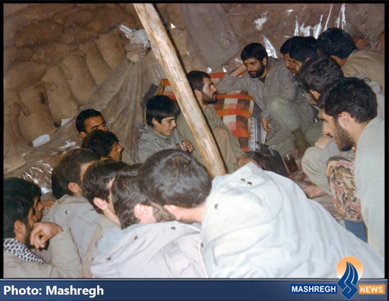 حاج عباس کریمی در جمع رزمنده گان تیپ ذوالفقار