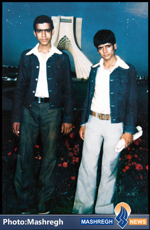 عباس کریمی قهرودی(نفر سمت راست)