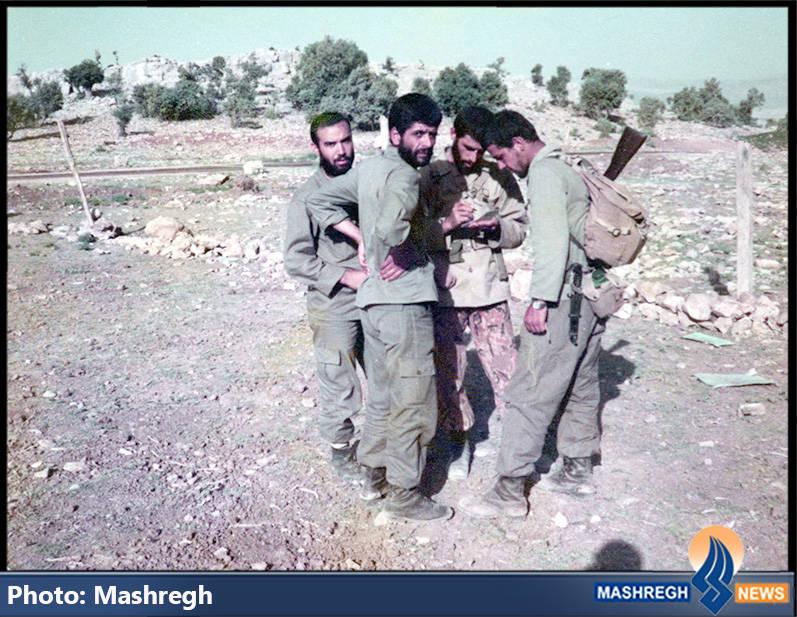 حاج عباس کریمی در کنار شهیدان حاج حسین اسکندرلو(نفر اول از راست) و محمدرضا کارور(نفر دوم از راست)