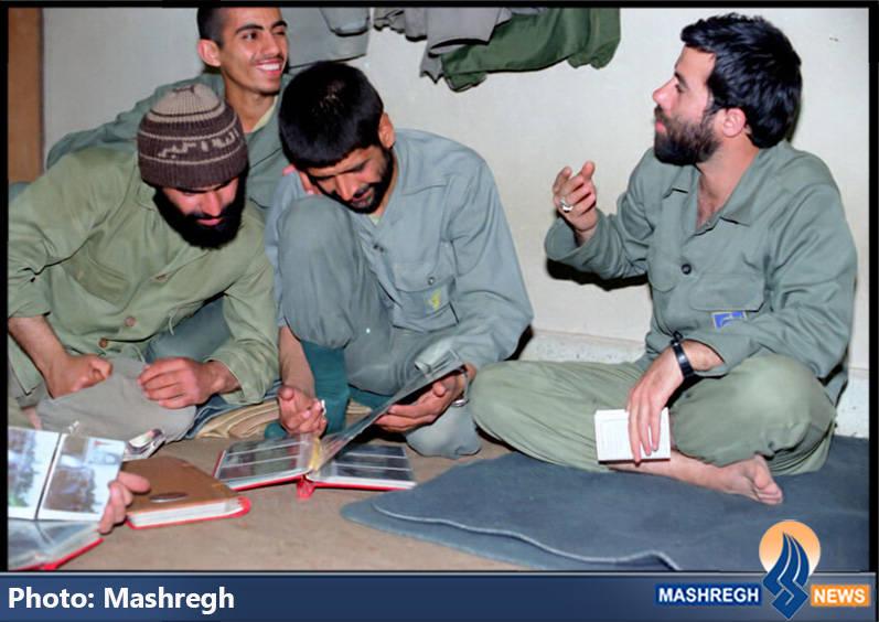 حاج عباس کریمی در کنار شهیدان حاج مجید رمضان(نفر سمت راست) و حاج سعید مهتدی(نفر سمت چپ)
