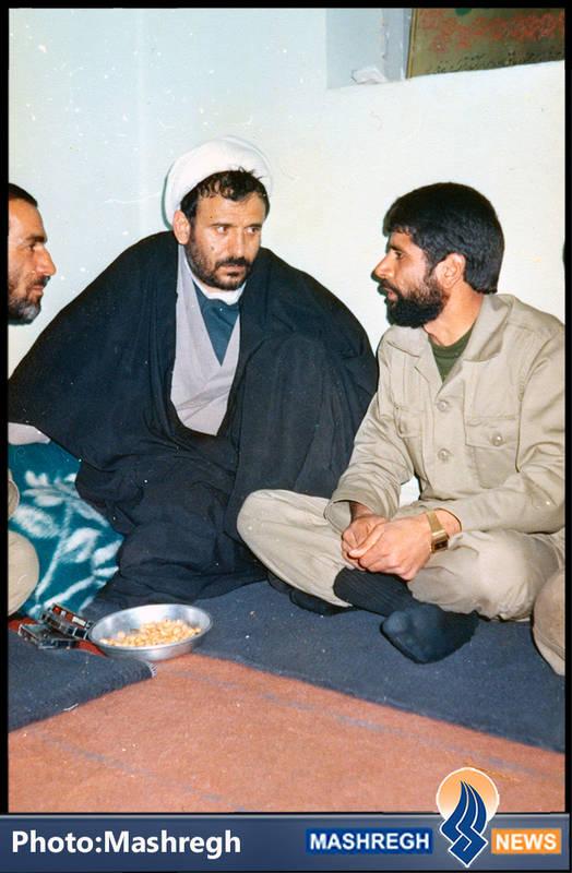 حاج عباس کریمی در کنار شیخ حسین انصاریان