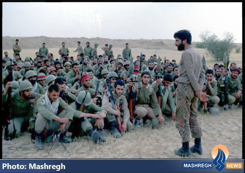 حاج عباس کریمی و (احتمالا)بسیجیان گردان سلمان