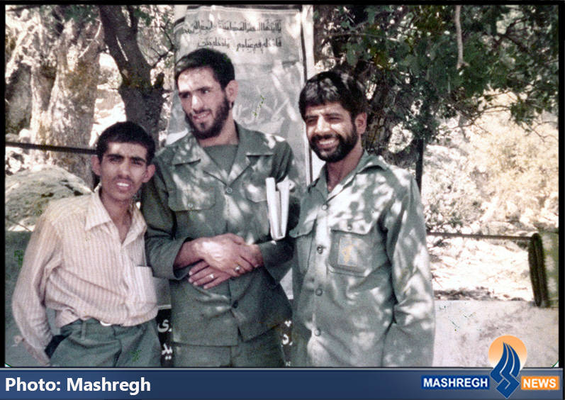 حاج عباس کریمی و شهید سید محمدرضا دستواره(نفر وسط)