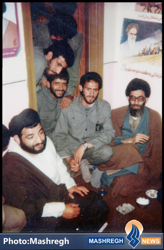 حاج عباس کریمی و شهید سید محمدرضا دستواره در محضر آیت الله خامنه ای- مریوان-۱۳۵۹