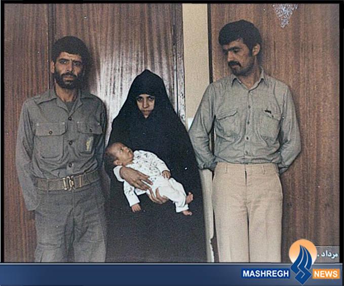 حاج عباس کریمی در کنار همسر، برادر همسر و فرزندش داوود