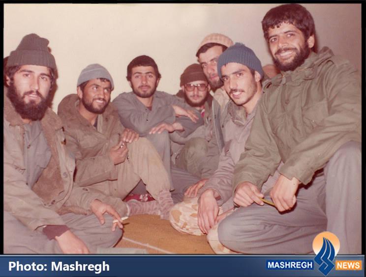 حاج عباس کریمی در کنار شهید حسین قجه ای(نفر دوم از چپ) - مریوان
