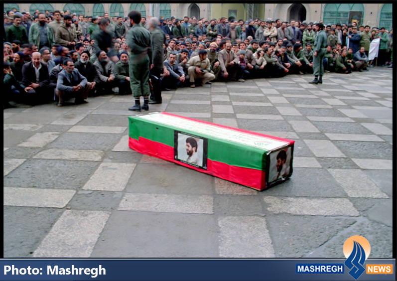 تابوت حامل شهید حاج عباس کریمی در تهران