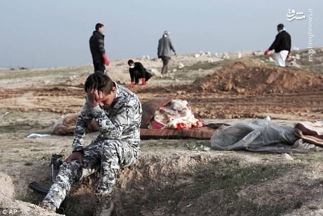 گور دستهجمعی ۲۴ عراقی اشک سربازان را درآورد