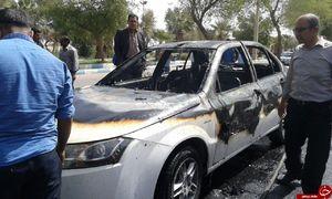 شهروند دهلرانی خودروی خود را آتش زد