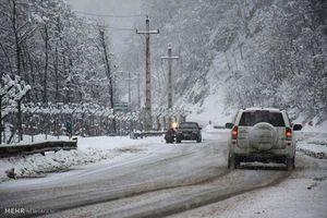 بارش برف در محورهای ۲ استان
