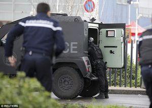 تیراندازی در فرودگاه پاریس