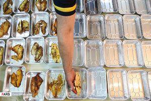 توزیع غذای نذری در محلات محروم تهران