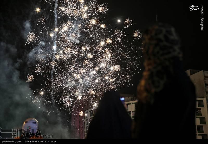 نور افشانی شب میلاد حضرت زهرا (س) در میدان ولی عصر (عج)