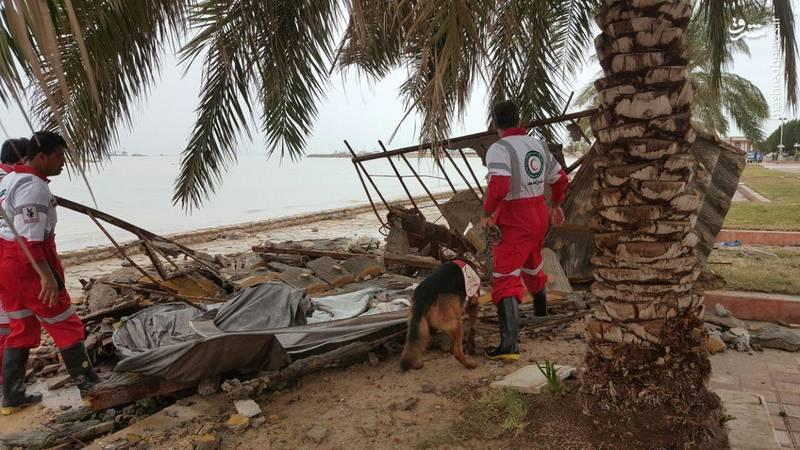جستجوی مفقودین طوفان دریایی در بندر دیر