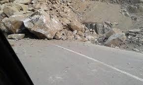 ریزش سنگ در جاده هراز ۶ مصدوم برجای گذاشت
