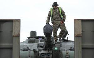 رسیدن تانکهای بریتانیایی چلنجر 2 به استونیا در راستای تقویت حضور ناتو در مرزهای روسیه