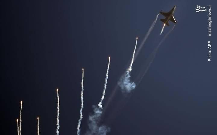 اف-16 در نمایش هوایی روز ملی پاکستان