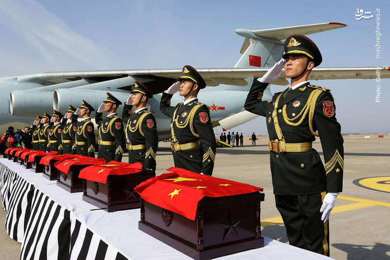 تحویل بازمانده پیکر سربازان کشتهشده چینی در جنگ دو کره طی 1950-1953 در فرودگاه اینچئون