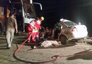 ۴ عضو یک خانواده بر اثر برخورد اتوبوس و خودروی سواری در محور فردوس–دیهوک کشته شدند+ تصاویر