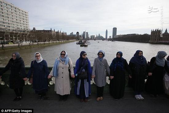 تجمع زنان مسلمان در محل حادثه تروریستی لندن
