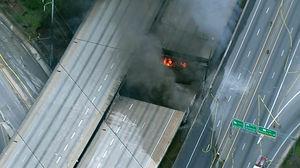 عکس/ آتش سوزی و ریزش پل آتلانتا در آمریکا