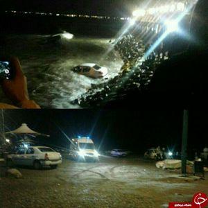 عکس/ سقوط پژو 206 به داخل دریا