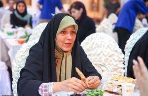 فائزه هاشمی: روحانی علاوه بر پدر باید از خانواده ما هم تشکر میکرد!/نماینده «سلفی بگیر» از مدیریت تنش با آمریکا میگوید