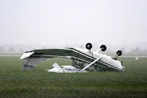 عکس/ بلایی که گردباد سر هواپیما آورد!