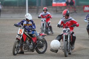 عکس/ فوتبال با موتورسیکلت
