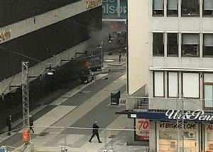 عکس/ حمله تروریستی مرگبار در استکهلم