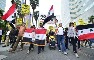 تصویر بشار اسد در دست مردم لس آنجلس