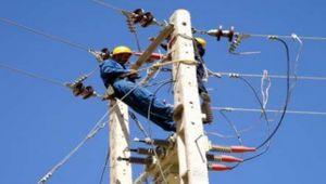 برخورد کامیون با شبکه، برق 60 روستا را برد