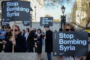 تجمع ضد جنگ مقابل سفارت آمریکا در کانادا