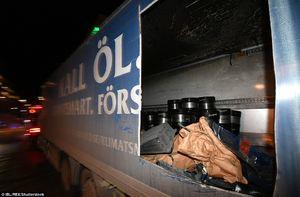 عکس/ کشف مواد منفجره در کامیون حادثه تروریستی سوئد