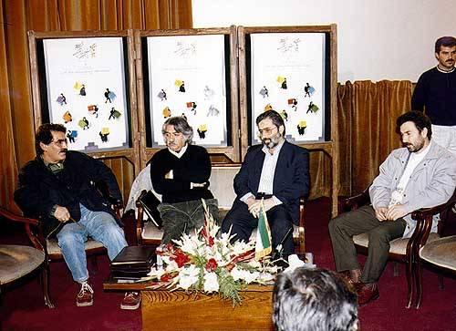 سید مرتضی آوینی در جمع داوران نهمین جشنواره ی فیلم فجر